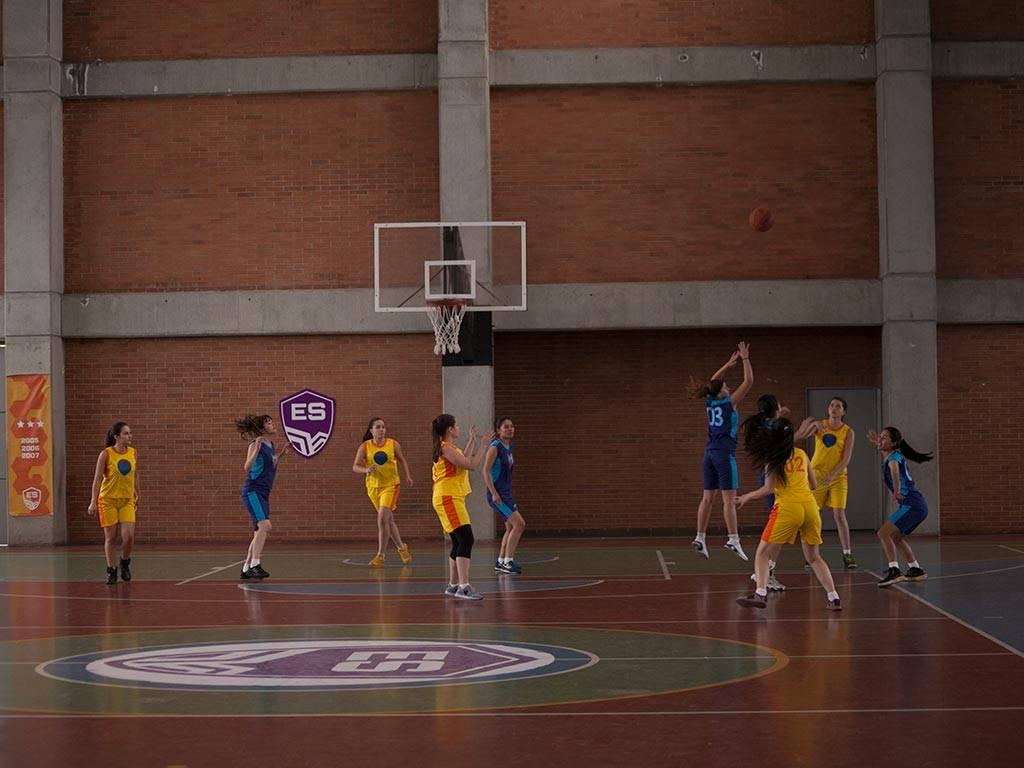 mgid:file:gsp:scenic:/international/mundonick.com/nickv2/Photogalleries/baloncesto/NOOBEES_EP35_MG_0013.jpg